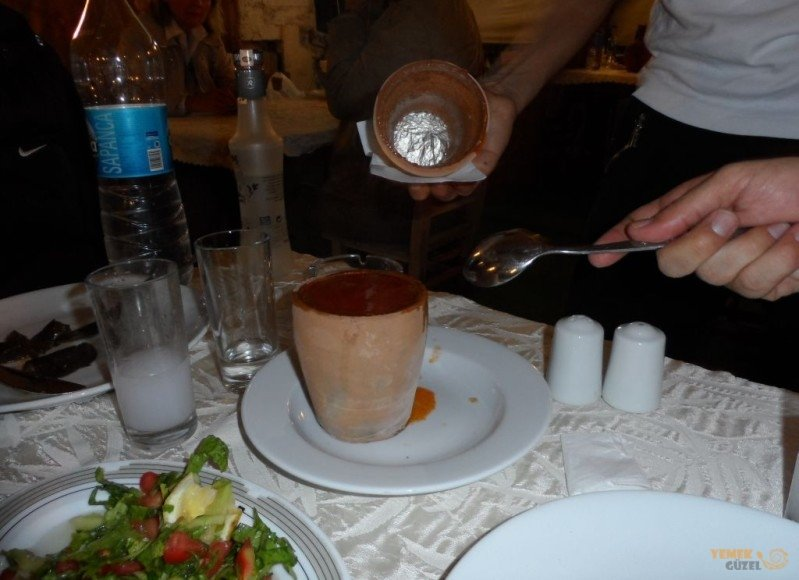Köy Evi Restoranda Çömlek Kebabı; Kapadokya'da Nerede Ne Yenir