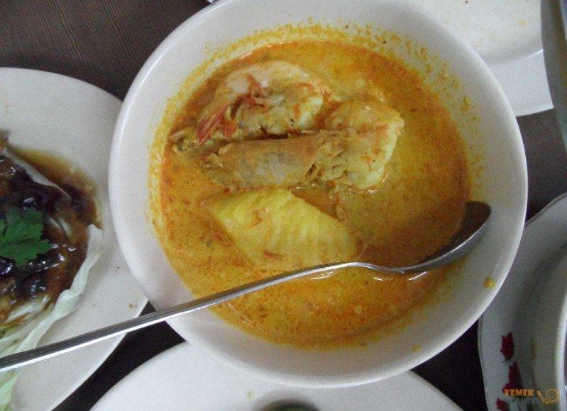 Malezya Mutfağı, Malezya Yemekleri, Hindistan Cevizi Sütünde Ananaslı Karides