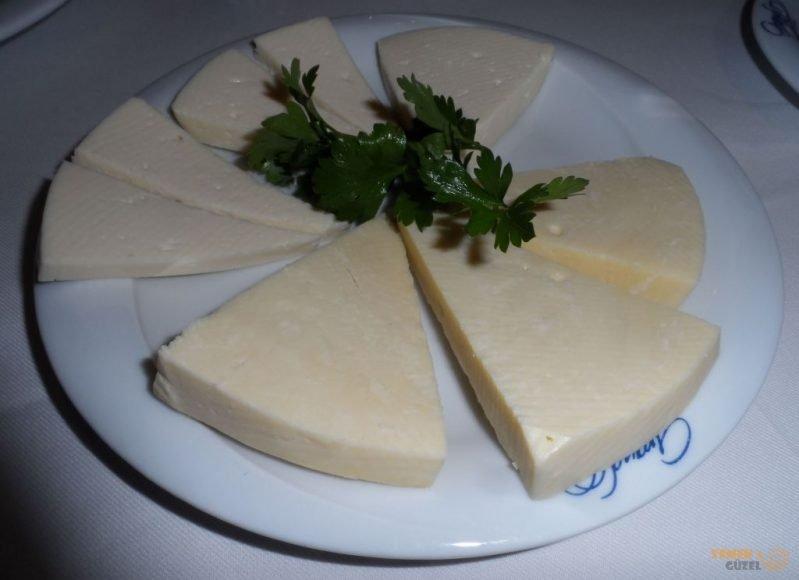 Gürcü Sulguni Peyniri - Batum'da Neler Yenir