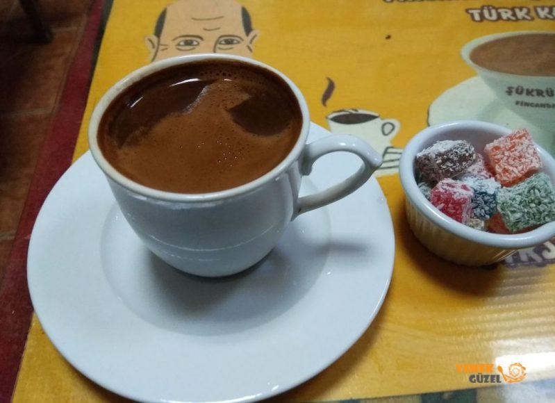 Şükrü bey fincanda pişen kahve