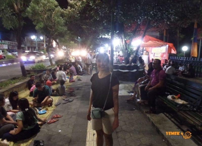 Endonezya Mutfağı, Sokak Lokantasında