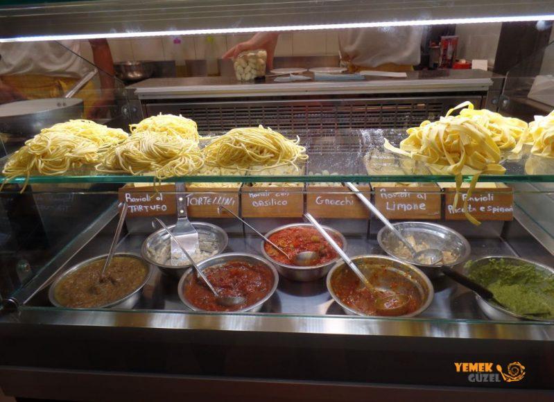 Taze Spagetti Tezgahı, Mercato Centrale, Floransa Yeme İçme Rehberi